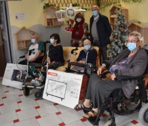 Dons de téléviseurs aux résidents de l'EHPAD des Pergolines